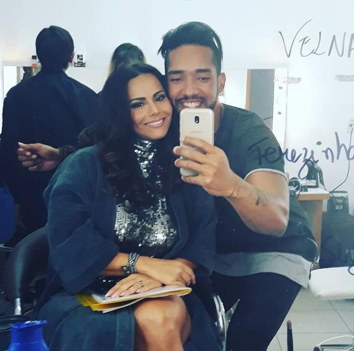 Maquiador e hair stylist da TV conta seus segredos para conquistar as famosas com suas produções.