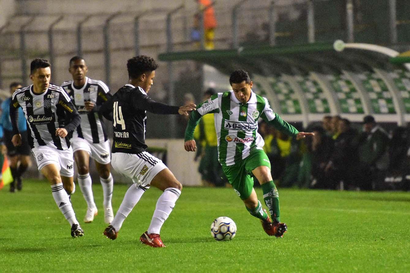 """Em confronto direto contra o Oeste, Pará ressalta a semana cheia de treinos no Juventude: """"Calibrando a pontaria"""""""