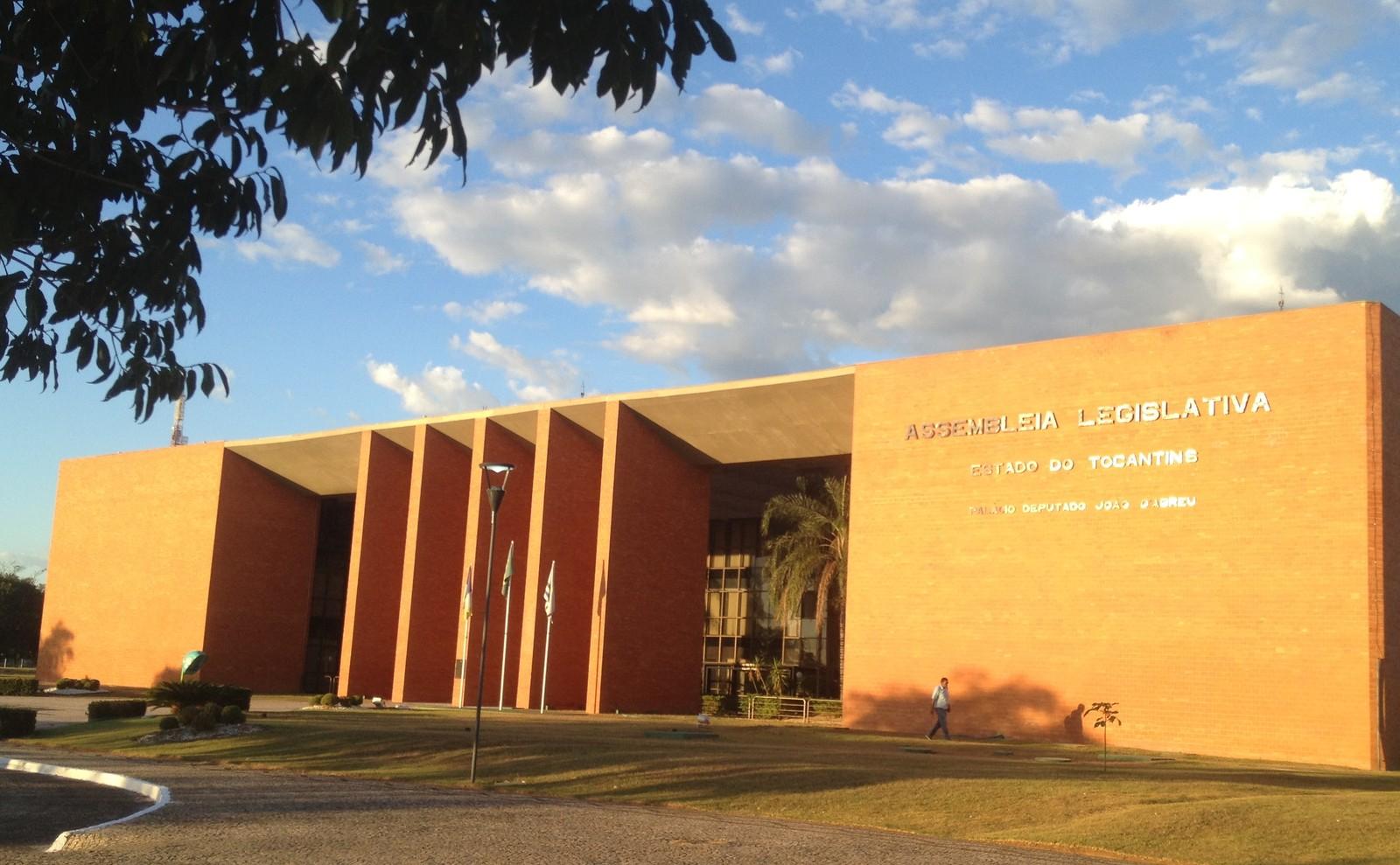 Tribunal manda AL suspender pagamento para empresa que cobra R$ 11,5 mil por garçom