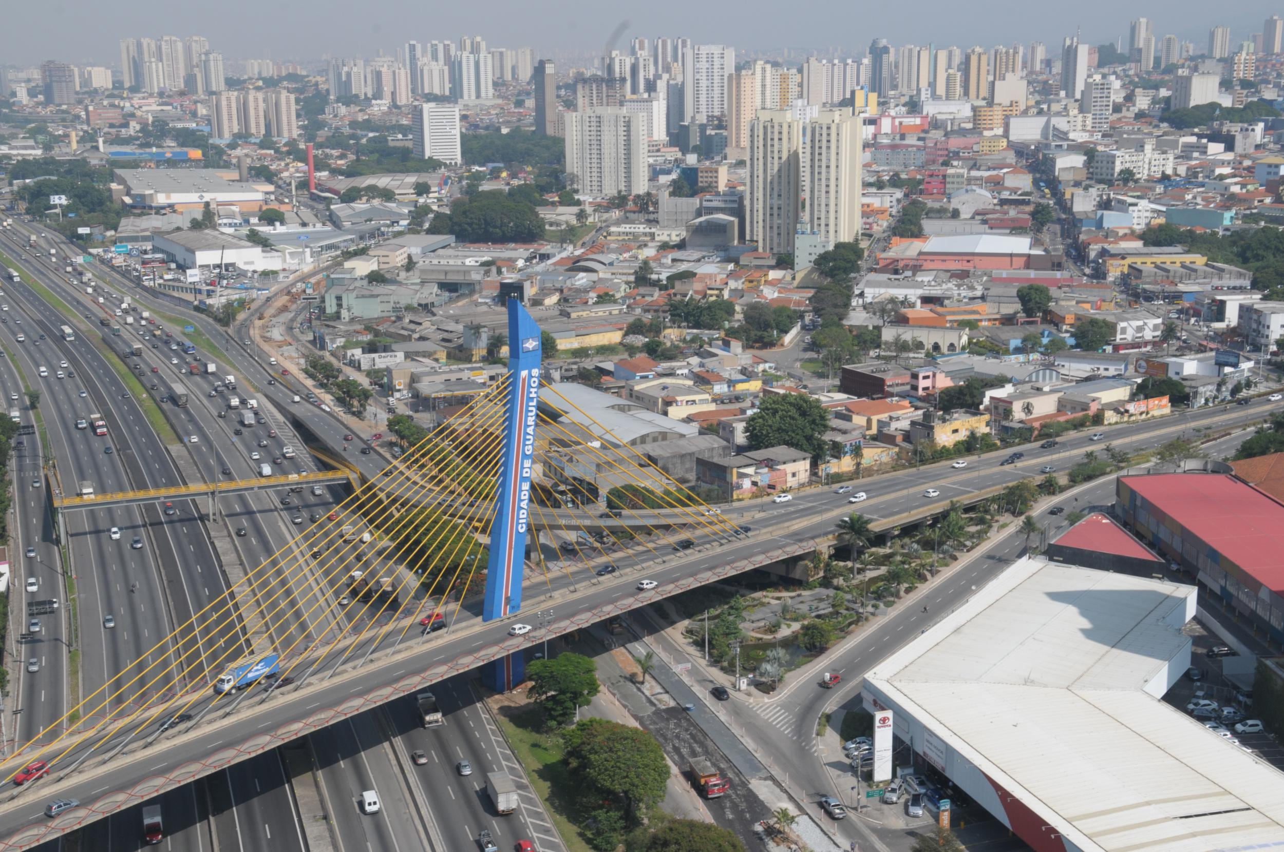 CCR NovaDutra realiza obras de drenagem em via local em Guarulhos
