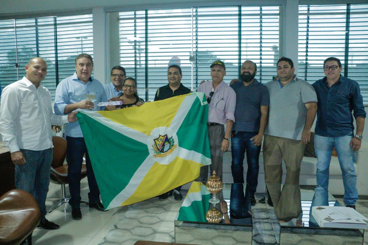 Prefeito Laurez Moreira em reunião com AMEG garantiu apoio à Marcha para Jesus 2018