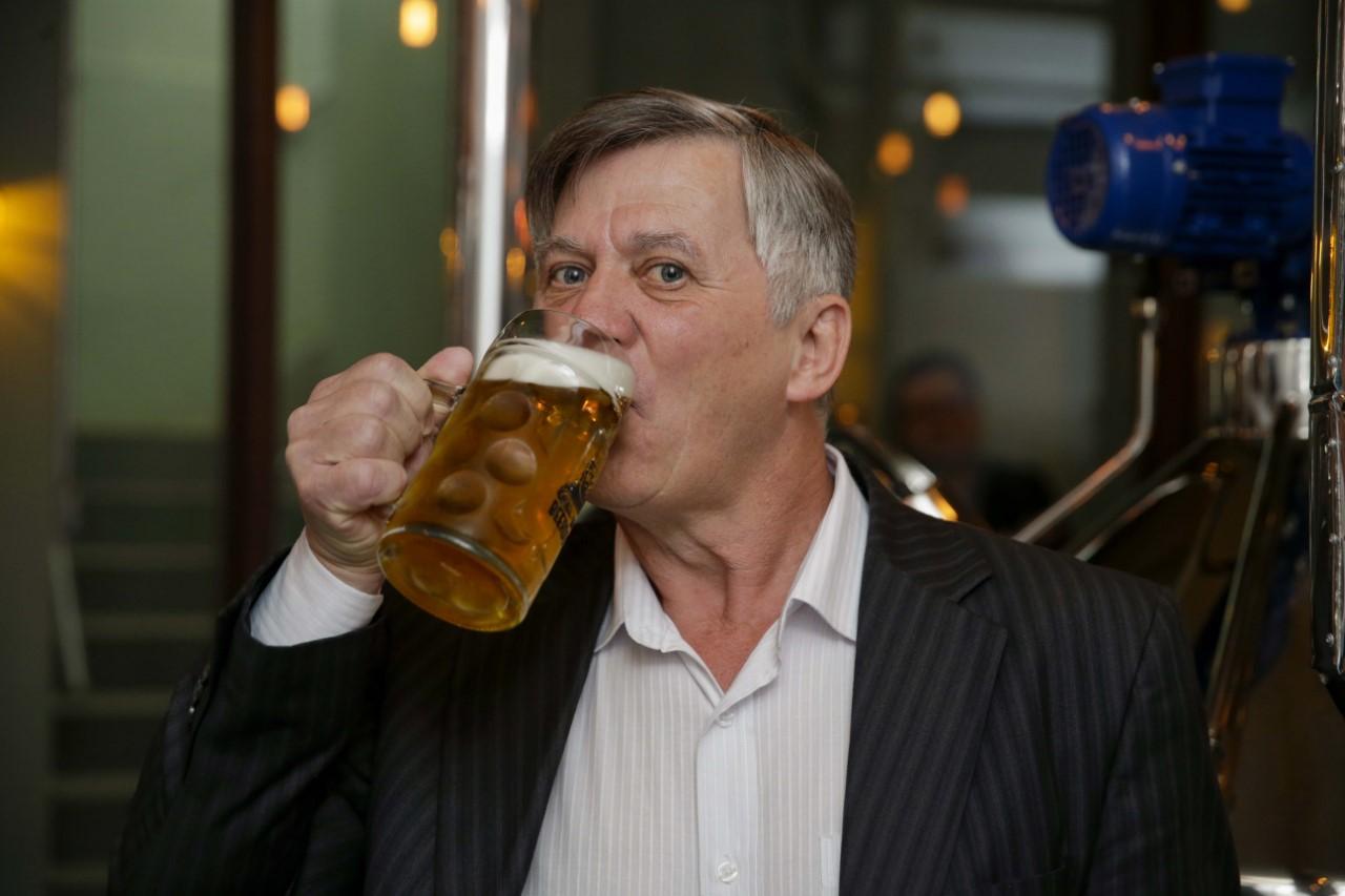 Representante de consultoria pernambucana recebe prêmio de melhor cerveja do mundo