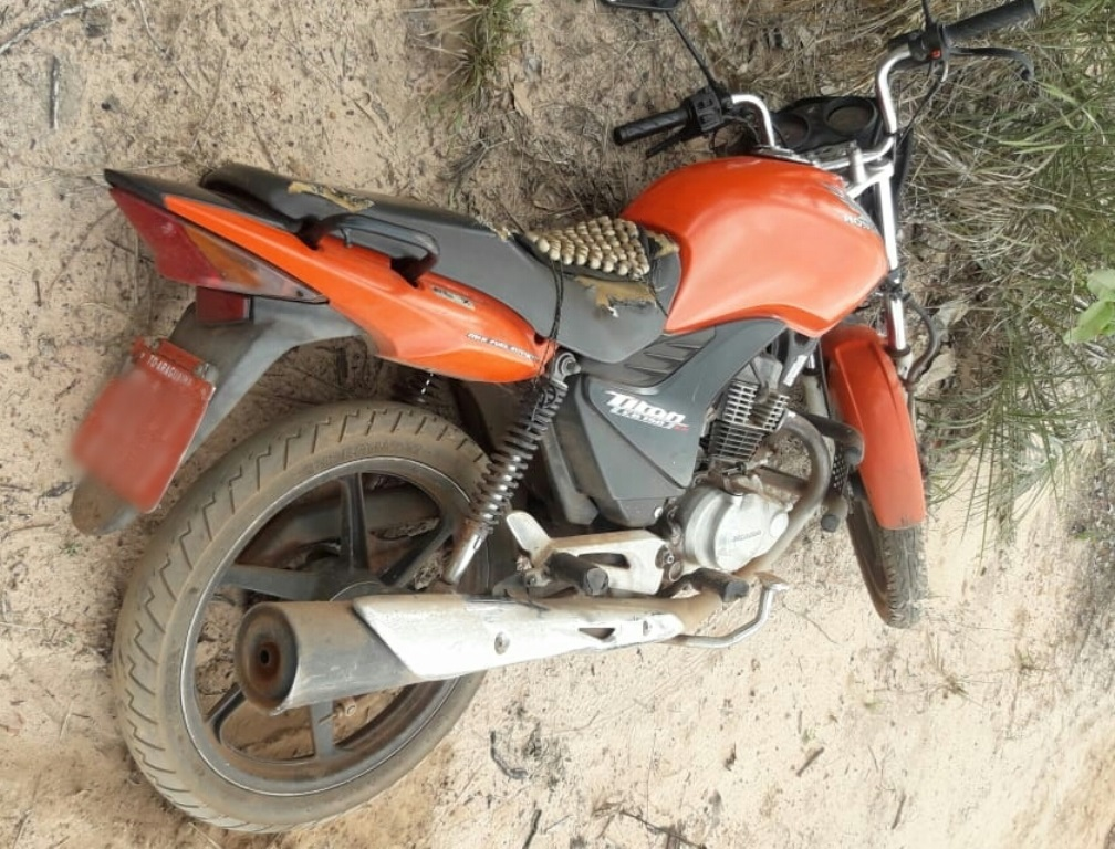 Polícia Militar recupera moto Honda Titan cor laranja roubada em Araguaína