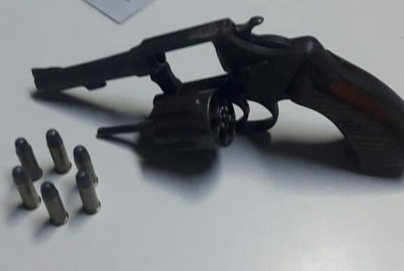 Polícia Militar apreende adolescente por porte ilegal de arma de fogo em Araguaína