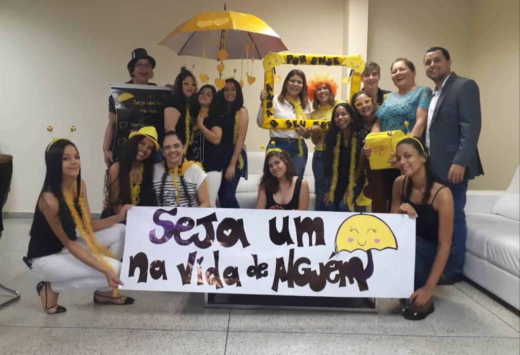 Estudantes surpreendem servidores da Seduc com ação alusiva ao setembro amarelo