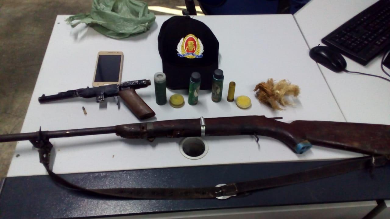 Polícia Militar do 8º BPM recupera objeto furtado e apreende duas armas de fogo