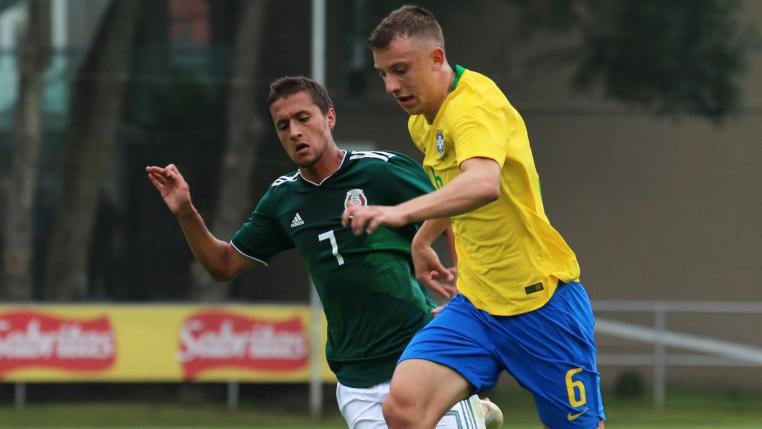 Após amistosos com a Seleção Brasileira Sub-20, Carlos Augusto retorna ao Corinthians e valoriza período