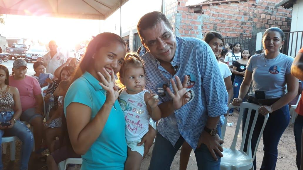 Em reunião repleta de jovens em Nova Olinda, Amastha garante que modelo de ensino de Palmas será implantado no Estado