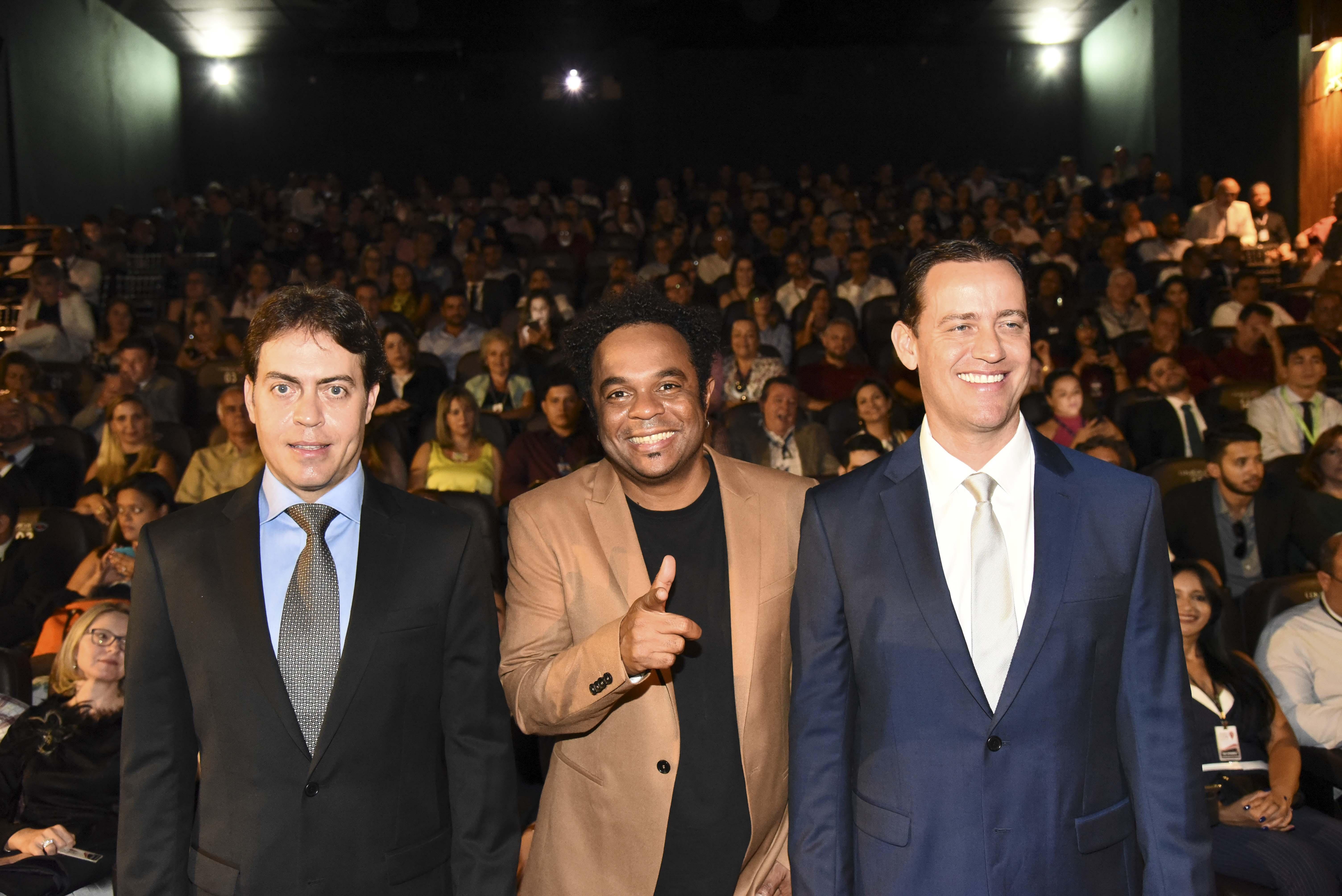 Em Goiânia, humorista Marcelo Marrom diverte e inspira mercado imobiliário