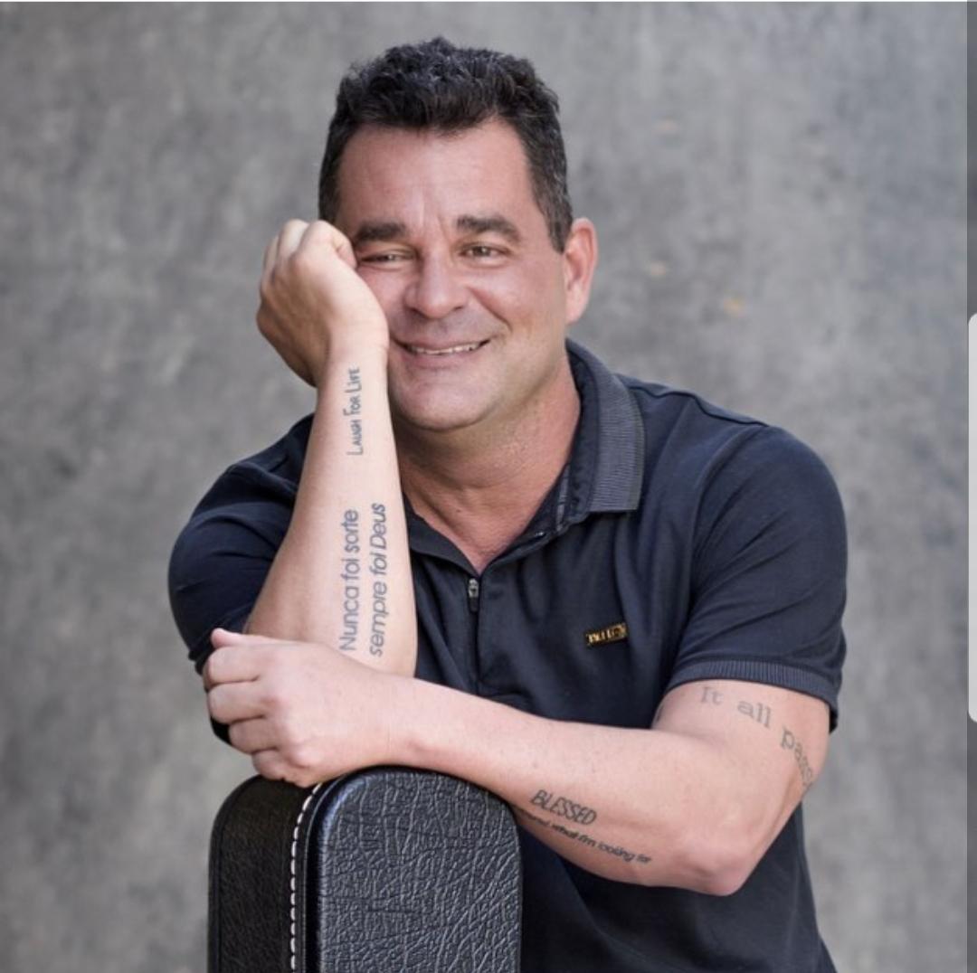 Cantor e diretor de novelas, Marco Rodrigo  anuncia  retorno aos palcos.