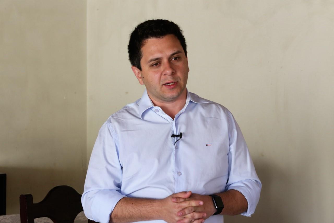 Tiago Dimas lamenta falecimento de José Santana Filho, pai de Amália Santana
