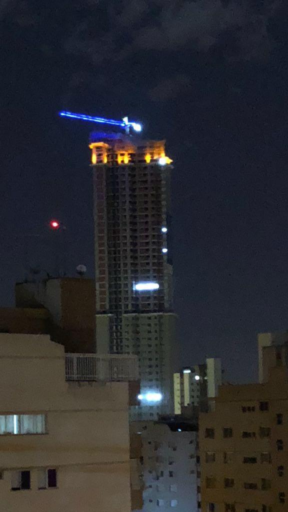 Kingdom Park Residence tem topo iluminado