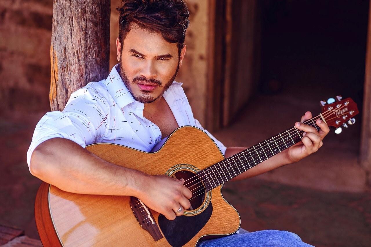 Cantor Marcelo Martins revela que música foi inspirada em briga com esposa