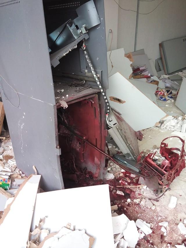 Criminosos explodem caixa eletrônico de posto bancário em Aparecida do Rio Negro