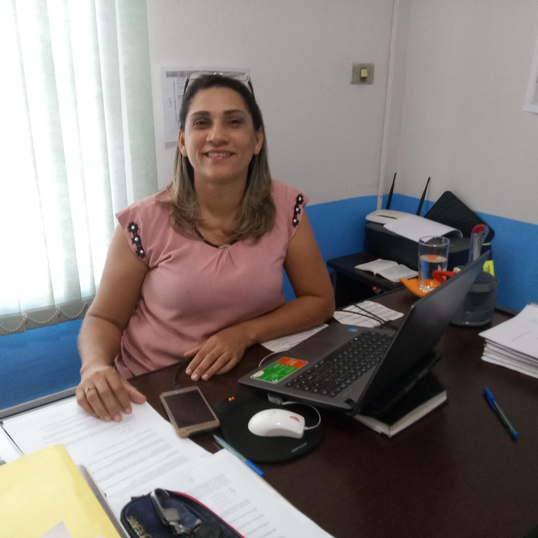 Secretária de educação de Divinópolis apresenta ações e exalta parceria com Legislativo