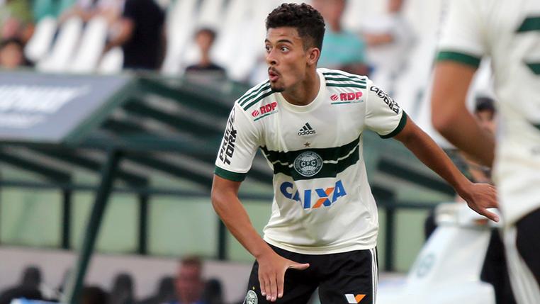 Lateral Vinicius Araujo celebra classificação do Coritiba às semifinais do Brasileirão de Aspirantes