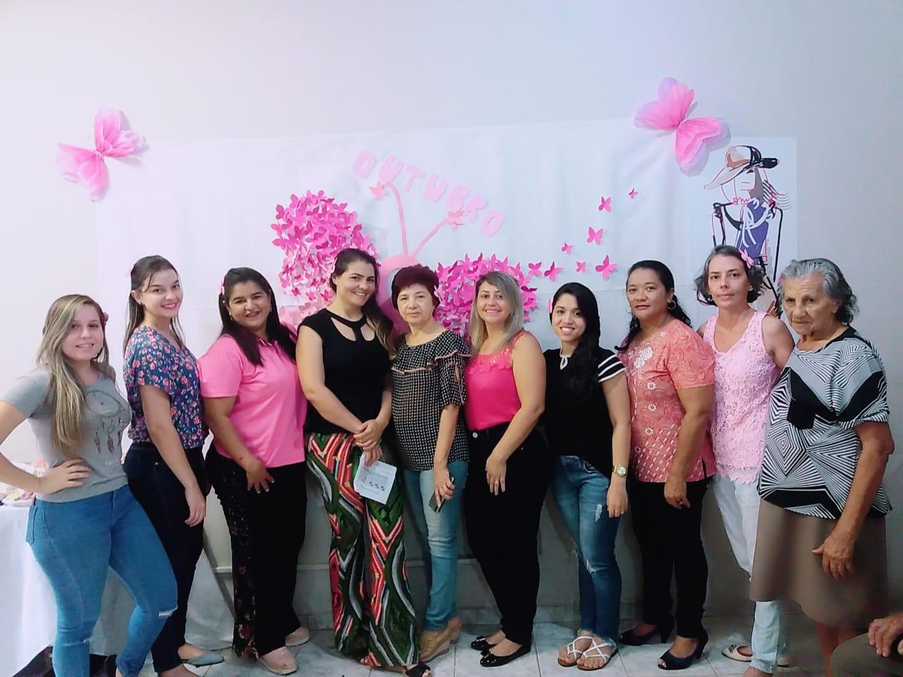 Famílias participam de roda de conversa sobre câncer de mama na manhã desta terça-feira, 23