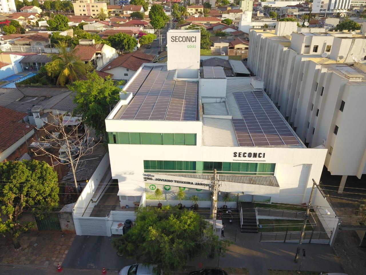 Instituição gera sua própria eletricidade por meio de energia solar