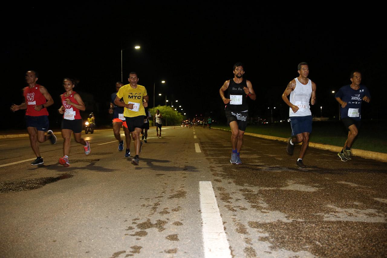 3ª Corrida da Justiça: Cerca de mil competidores participaram da tradicional prova noturna