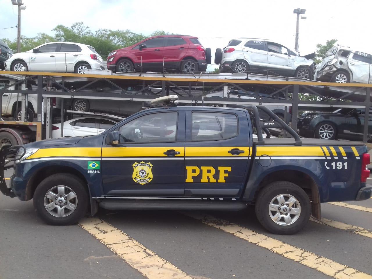 PRF recupera veículo roubado e que seria levado para o Estado do Pará
