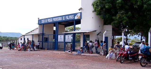Famílias são impedidas de visitar detentos após confusão em presídio