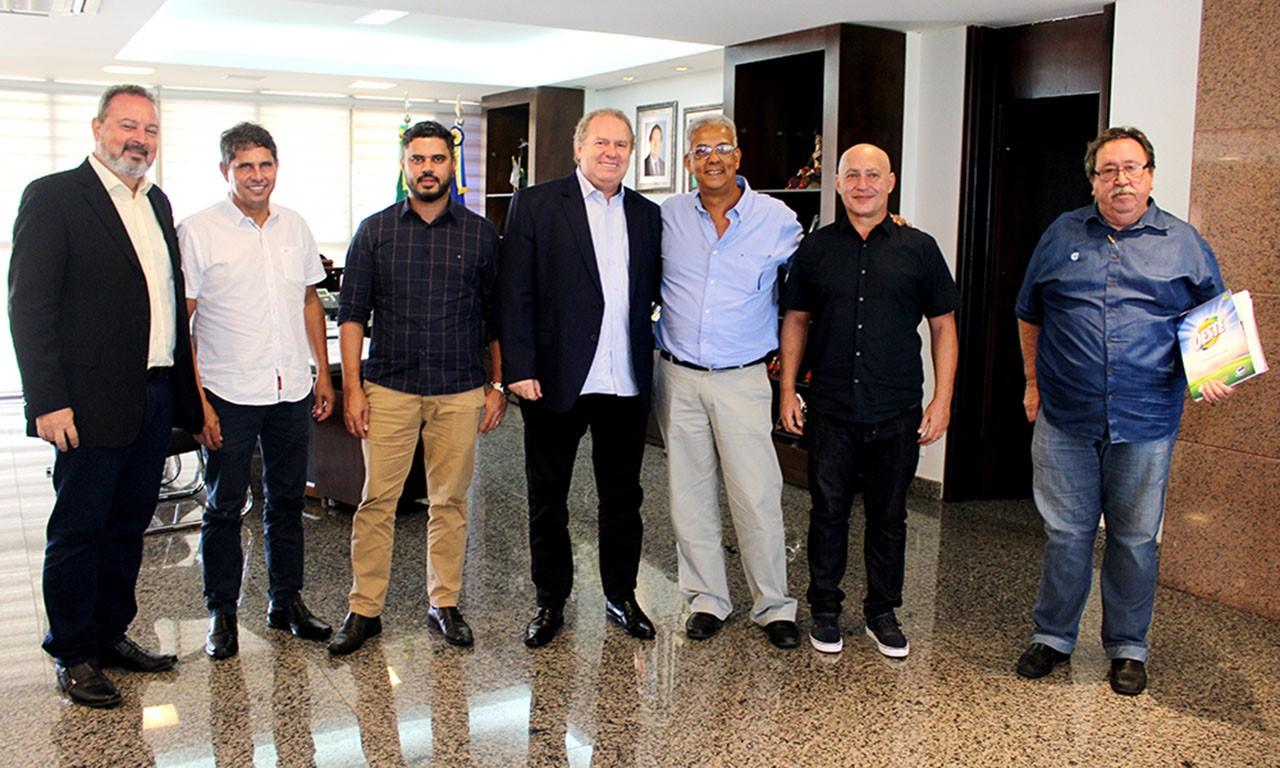 Governador Mauro Carlesse discute incentivos fiscais com empresários do Grupo Sabão Oeste