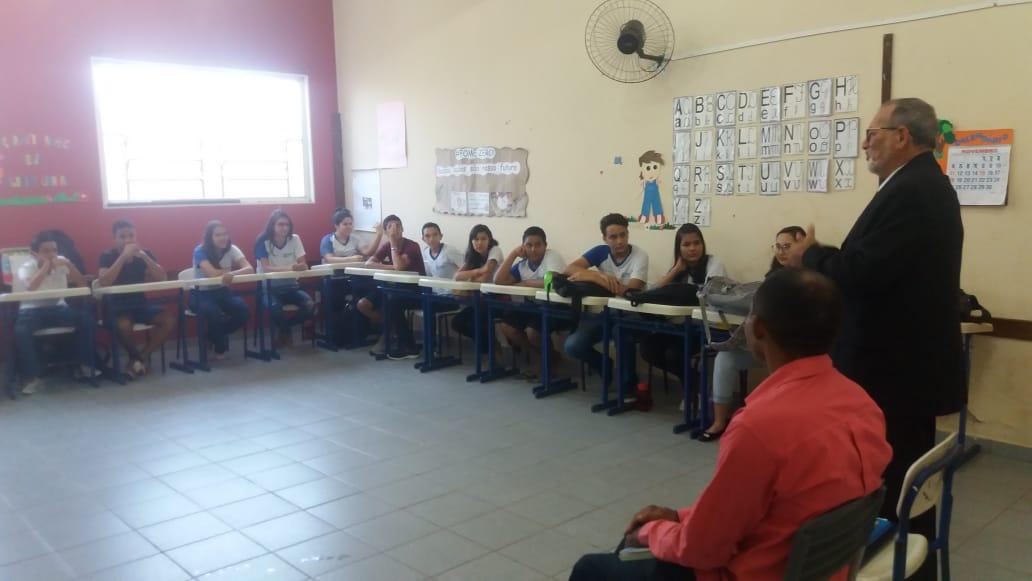 Escritores Assis Vanderley e Ademir Rêgo participam de Café Com Poesia na Escola JK, em Paraíso (TO)