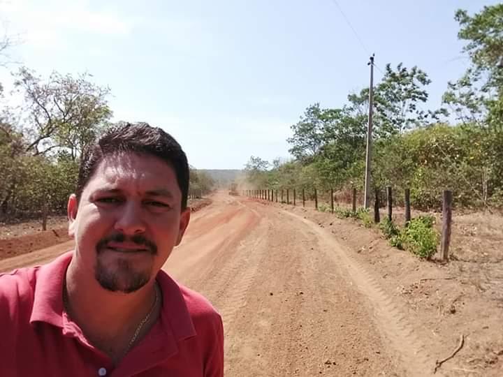 Prefeito Adriano Ribeiro visita obras de recuperação de estradas vicinais em Barrolândia
