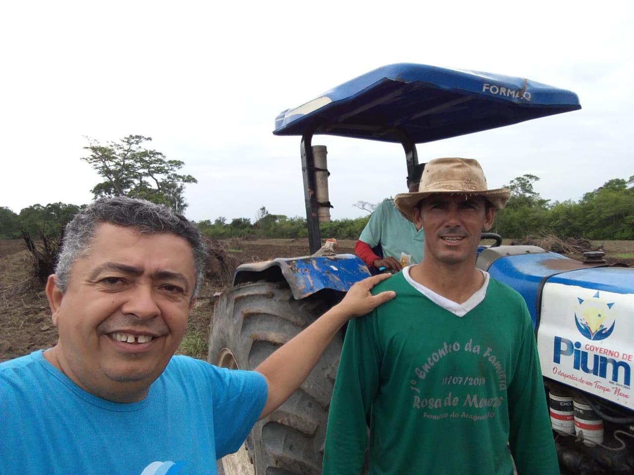 Prefeitura de Pium (TO) oferece serviço de preparo do solo a produtores rurais