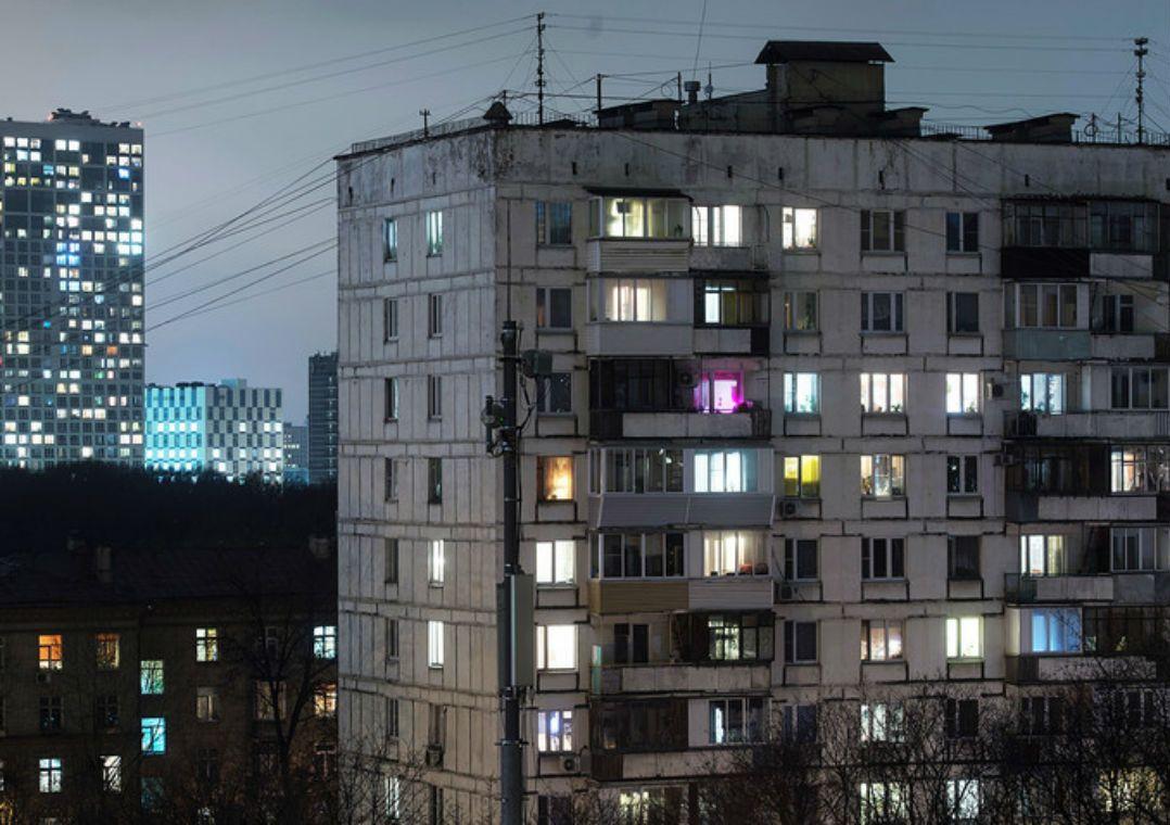 Russo cai do 9º andar e sobrevive