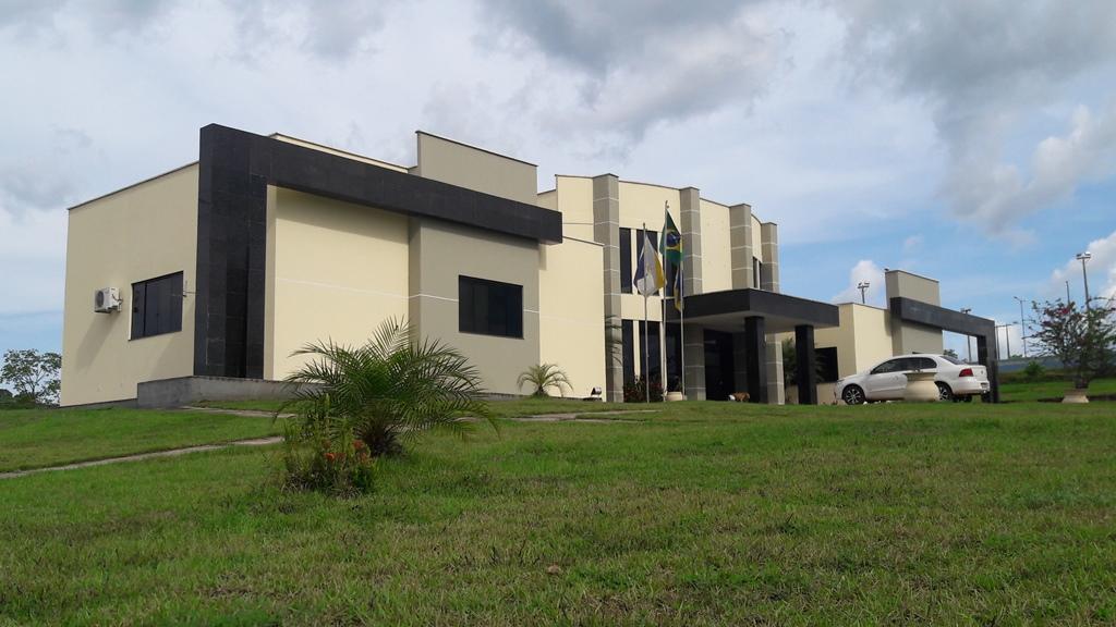Equipe técnica contratada pela Prefeitura realiza reparos no sistema de abastecimento de água em Monte Santo