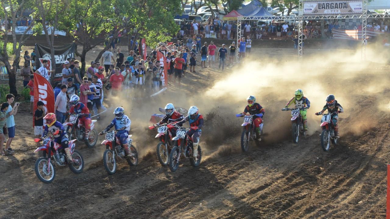 Prêmio de Motocross oferece aos palmenses espetáculo de manobras radicais
