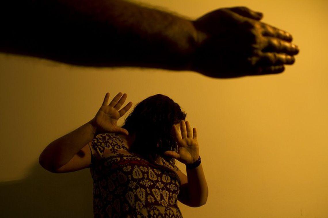 Violência atinge mais mulheres que trabalham fora, mostra estudo
