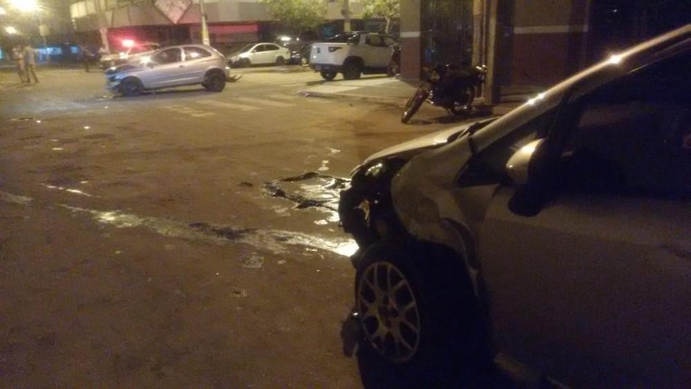 Dupla é presa após roubar carro, fazer arrastão e causar acidente durante fuga