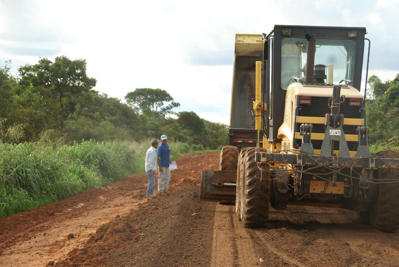 Prefeitura de Lagoa da Confusão recupera trecho que liga a cidade a Barreira da Cruz