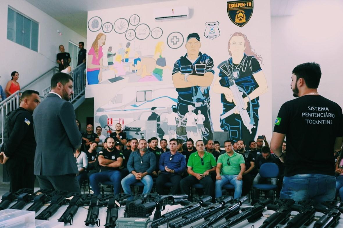 Secretário entrega armamentos e anuncia chegada de scanners corporais em casa penais