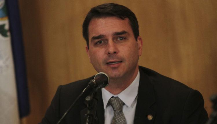 Relatório do Coaf aponta 48 depósitos suspeitos na conta de Flávio Bolsonaro