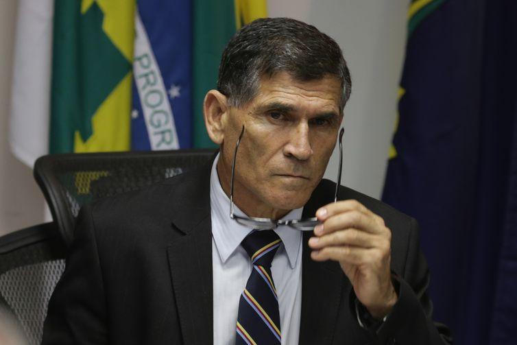 """Santos Cruz diz que reuniões ministeriais são para """"arrumar estrutura"""""""