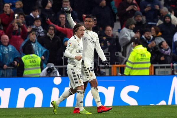 Casemiro faz golaço, Real bate Sevilla e ganha paz em temporada turbulenta