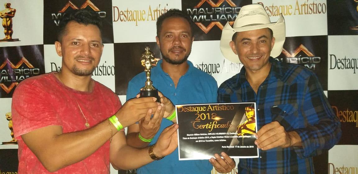 Dupla Cristhian Victor e Leandro comemora prêmio por música destaque no Tocantins