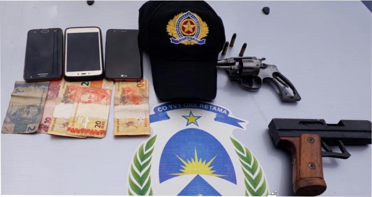 Dois suspeitos foram presos minutos após roubo à mão armada em estabelecimento comercial na região sul de Palmas