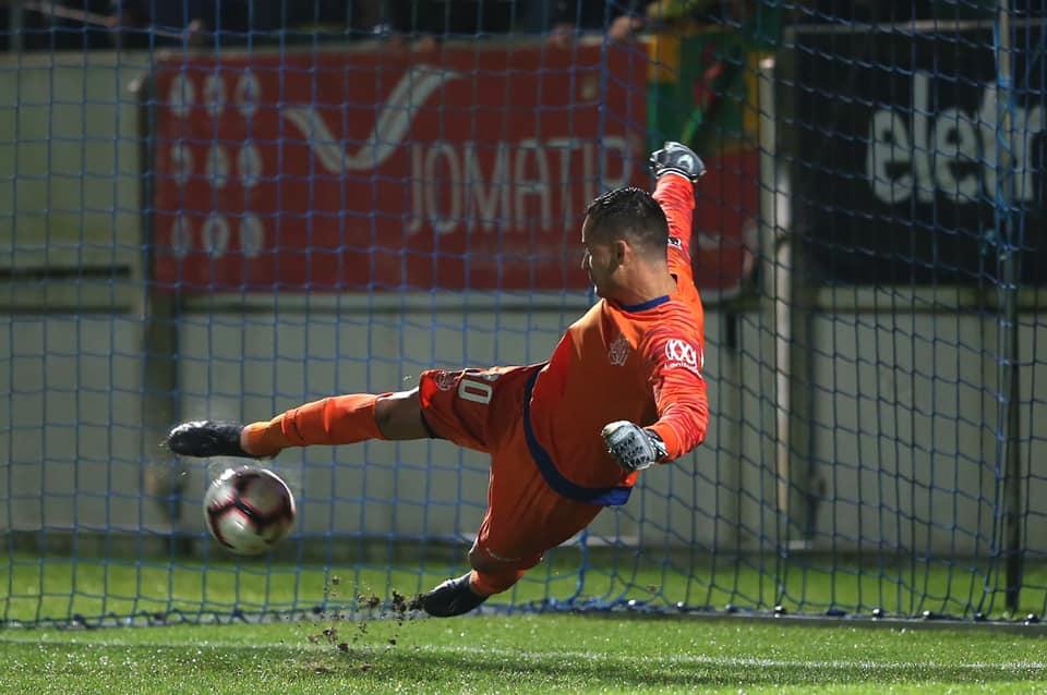 Após pneumonia e internação, Bruno Brigido volta a treinar com o Feirense: 'Susto gigante'