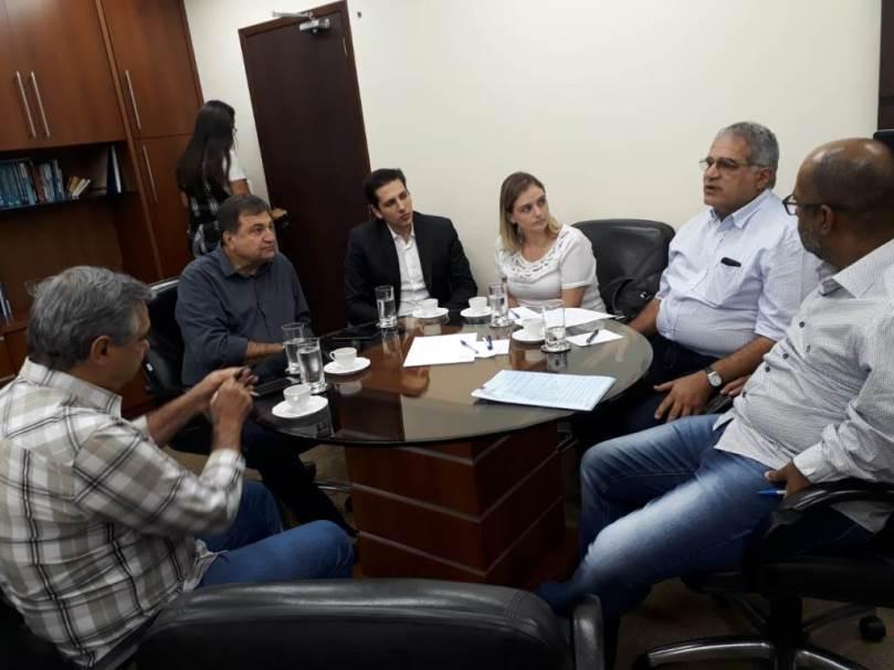 Deputado Olyntho discute junto ao Governo do TO e instituições do agronegócio o ICMS cobrado no frete de grãos no Tocantins