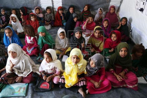 Afeganistão lança primeiro plano para educar todas as meninas até 2030