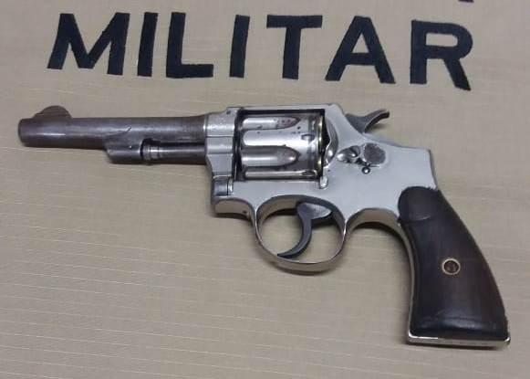 Polícia Militar prende homem por porte ilegal de arma de fogo em Divinópolis (TO)