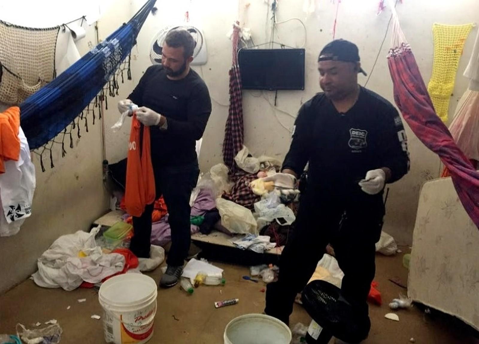 Operação cumpre mandados contra presidiários que teriam planejado assassinato de dentro da cadeia