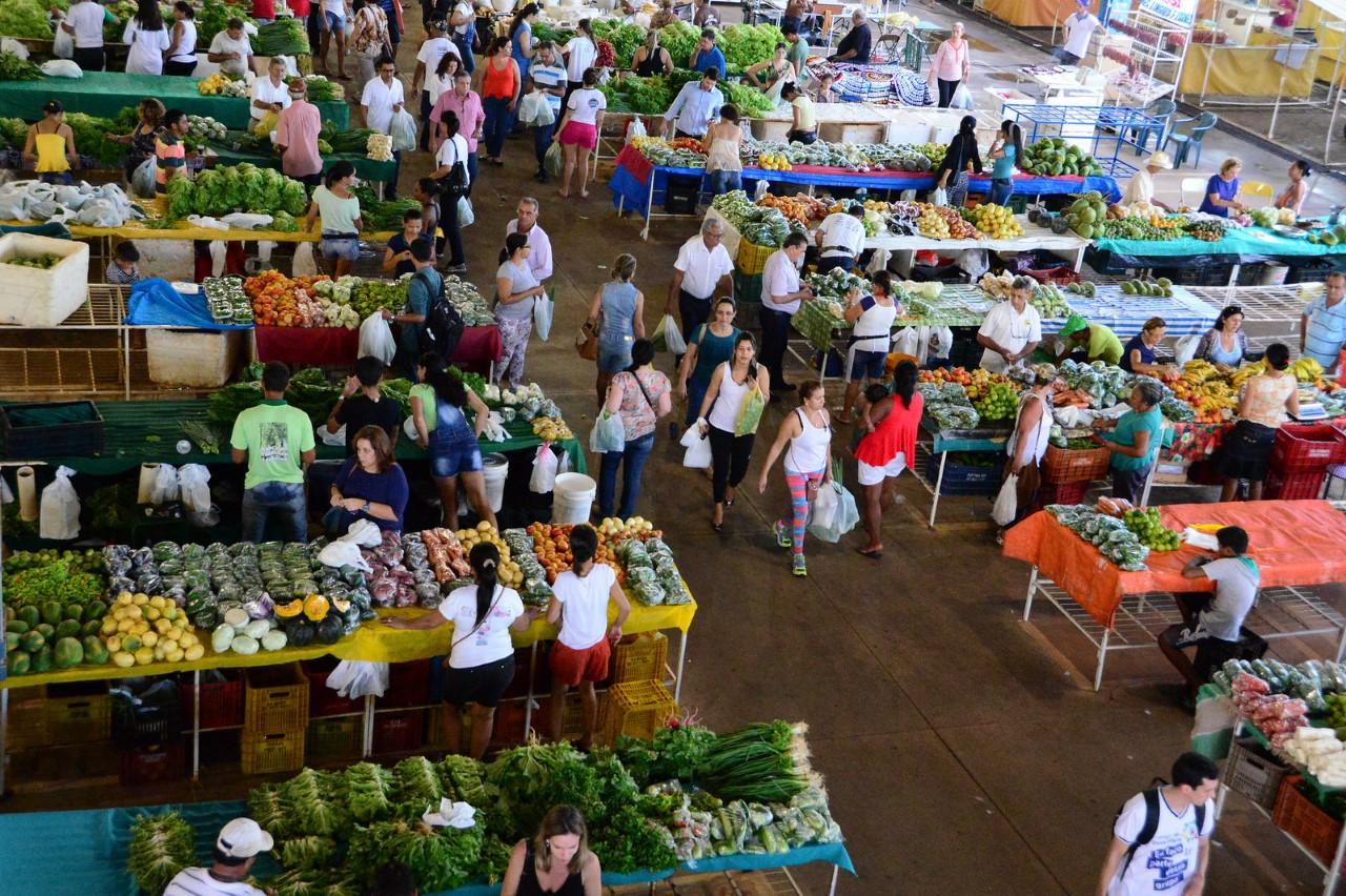 Prefeitura realiza palestra sobre microcrédito e educação financeira para feirantes