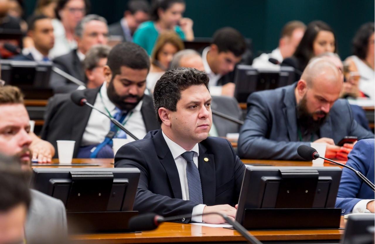 Em discurso na Câmara, Tiago Dimas defende produtores de leite e cobra solução para fortalecimento da classe