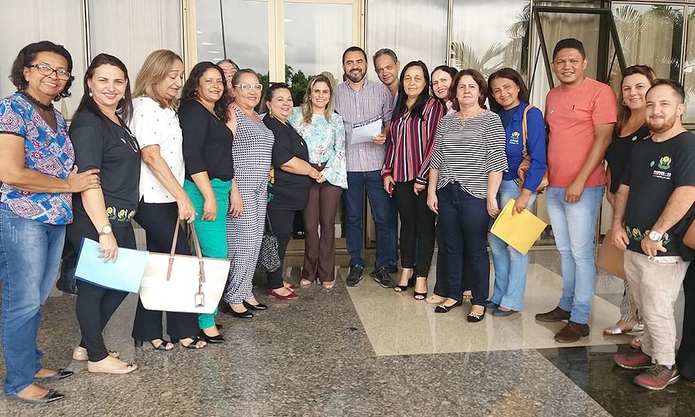 Vice-governador Wanderlei Barbosa recebe representantes das Apaes do Tocantins