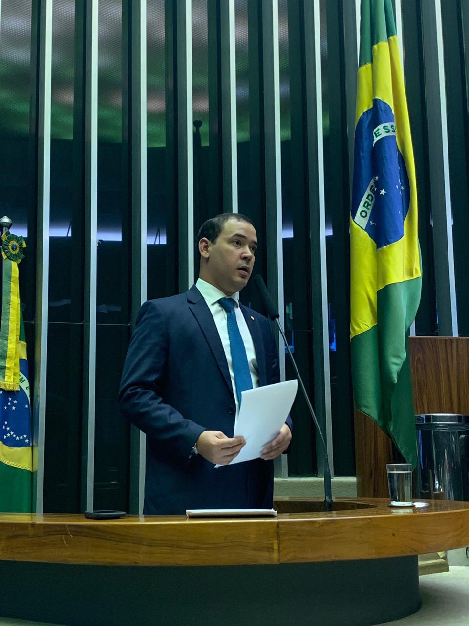 Vicentinho Júnior usa tribuna e faz duras críticas a gestão da saúde no Tocantins